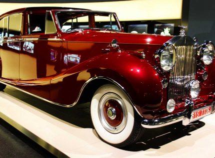 Mercedes-Benz unveils world's first luxury car